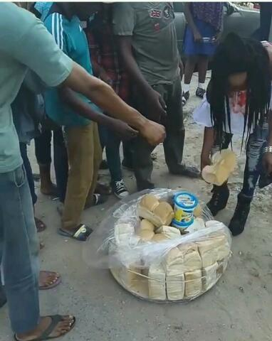 Olajumoke gives back to the street, spotted sharing bread and butter (Photos)