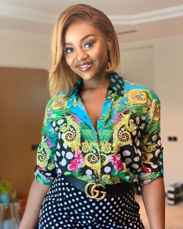 Davido's lover, Chioma shares stunning photos, troll says she is pregnant