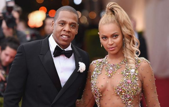 Jay Z and Beyonce arrive South Africa ahead of Global Citizen Festival (VIDEO)