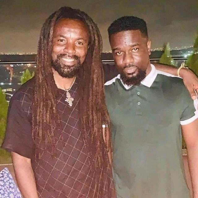 DOWNLOAD: Rocky Dawuni ft. Sarkodie – Kyenkyen Bi Adi Mawu (mp3)
