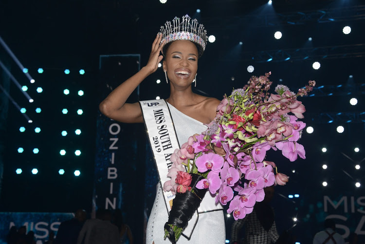 Miss SA, Zozibini Tunzi, inspires women to embrace their natural look
