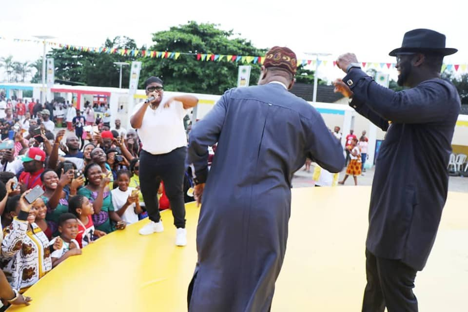 Check out Lai Mohammed rocking to Teni's performance at a function in Port Harcourt (photos)