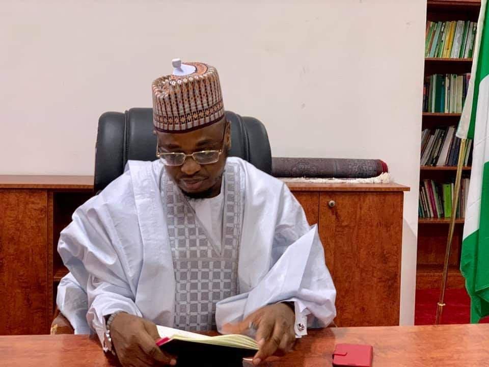 Minister extends deadline on reduction of internet data price