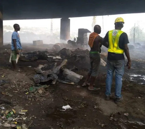 Faulty electrical cable causes huge fire under Lagos bridge