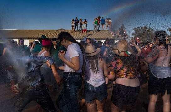 FORGET TINDER! SEE How Australia Help Single Guys & Ladies Find True Love😍😍