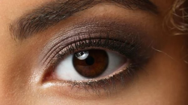 Here are the potential causes of eye colour