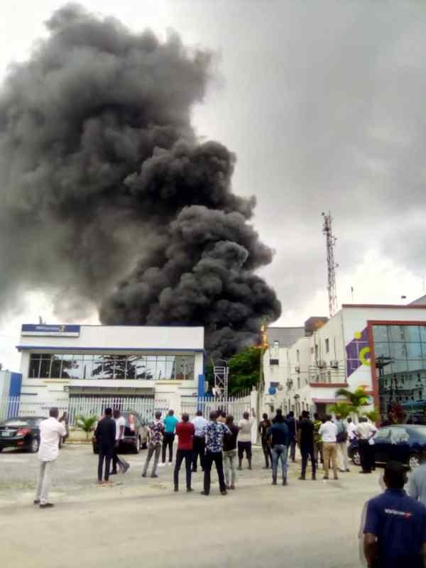 UPDATE: How Truck And Car Were Destroyed In Lagos As Fire Guts Access Bank Building