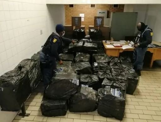 Cops nabs van with R200k worth of cigarette covered with oranges and chips