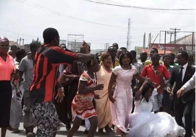 Lady goes crazy, jumps out of moving car on wedding day