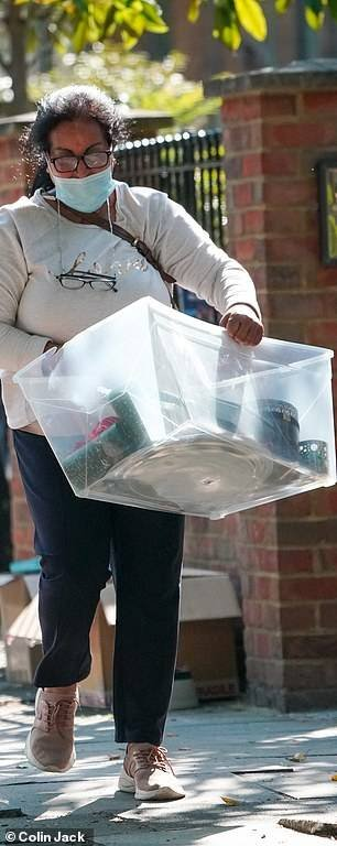 Lisa Armstrong leaves her ex-husband Ant McPartlin's unwanted possessions out on the street for neighbours to take for free (photos)
