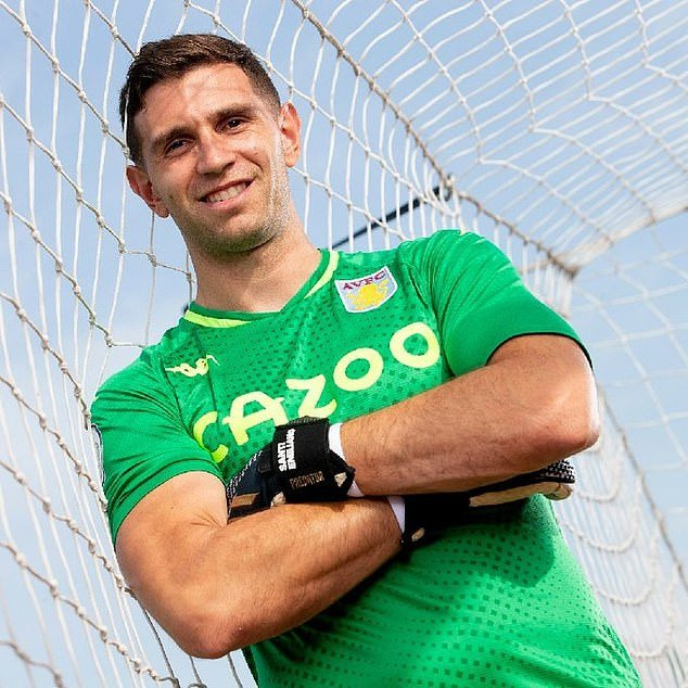 Aston Villa confirm the signing of goalkeeper Emiliano Martinez for £16m from Arsenal (Photos)