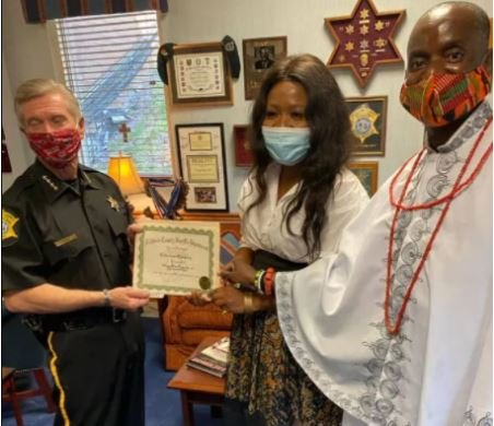 Lady Who Returned N1.5m from Scammers In California Celebrated By FG (Photo)
