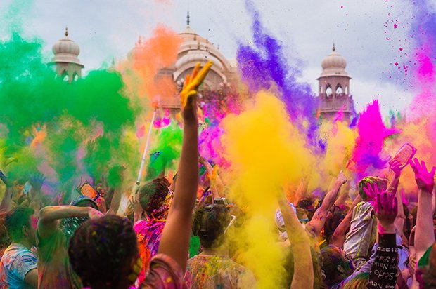 WASTE OF COLORS! See This Place In India Where People Spray Colours On Each Other As A Sign Of Celebration, They Say It Brings Goodluck