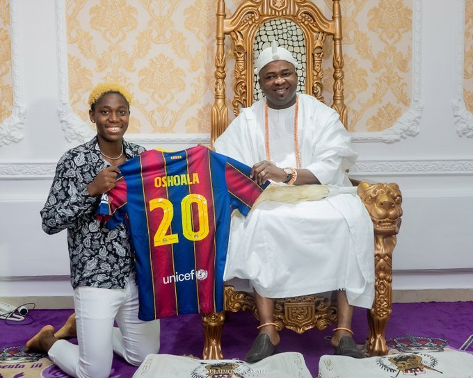 Asisat Oshoala Presents Barcelona Jersey To Oba Elegushi (Photos)