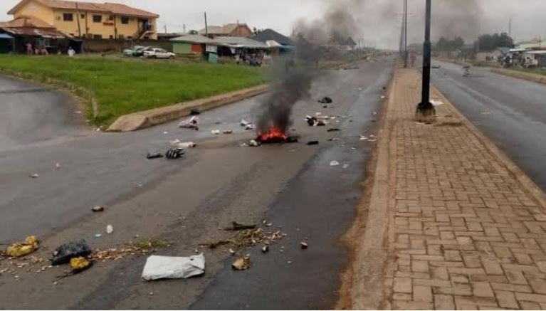 Breaking News: Oyetola Orders Probe As Fresh Protest Hits Osogbo