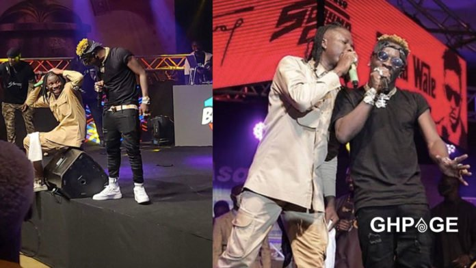 Social media users angry at Asaase FM over Shatta Wale and Stonebwoy stage battle