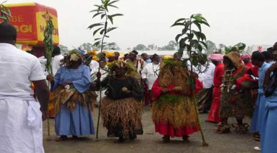 See This Tribe In Cameroon Where People Enter The River For One Hour!! See Why!