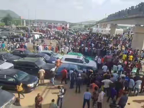 BREAKING: #EndSARS Protesters Close All Entry Points Into Abuja