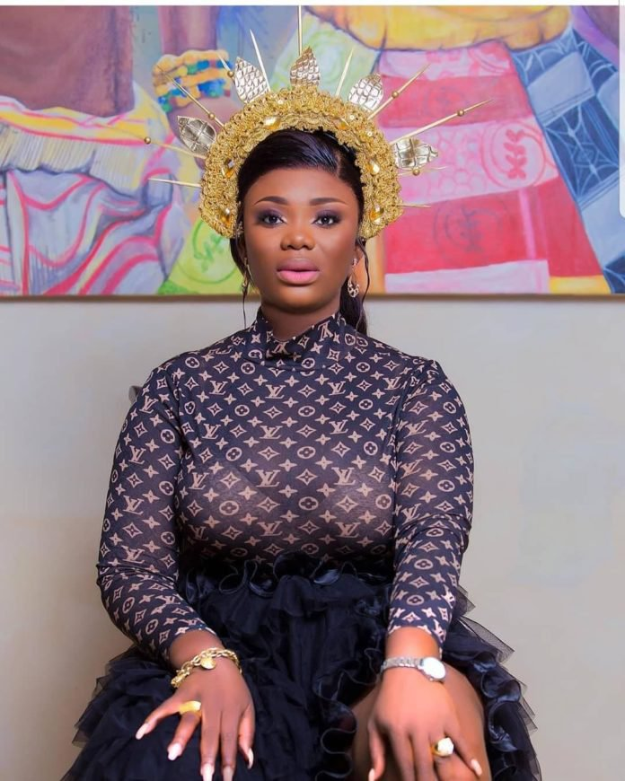 Akua GMB shows new wedding ring after alleged divorce