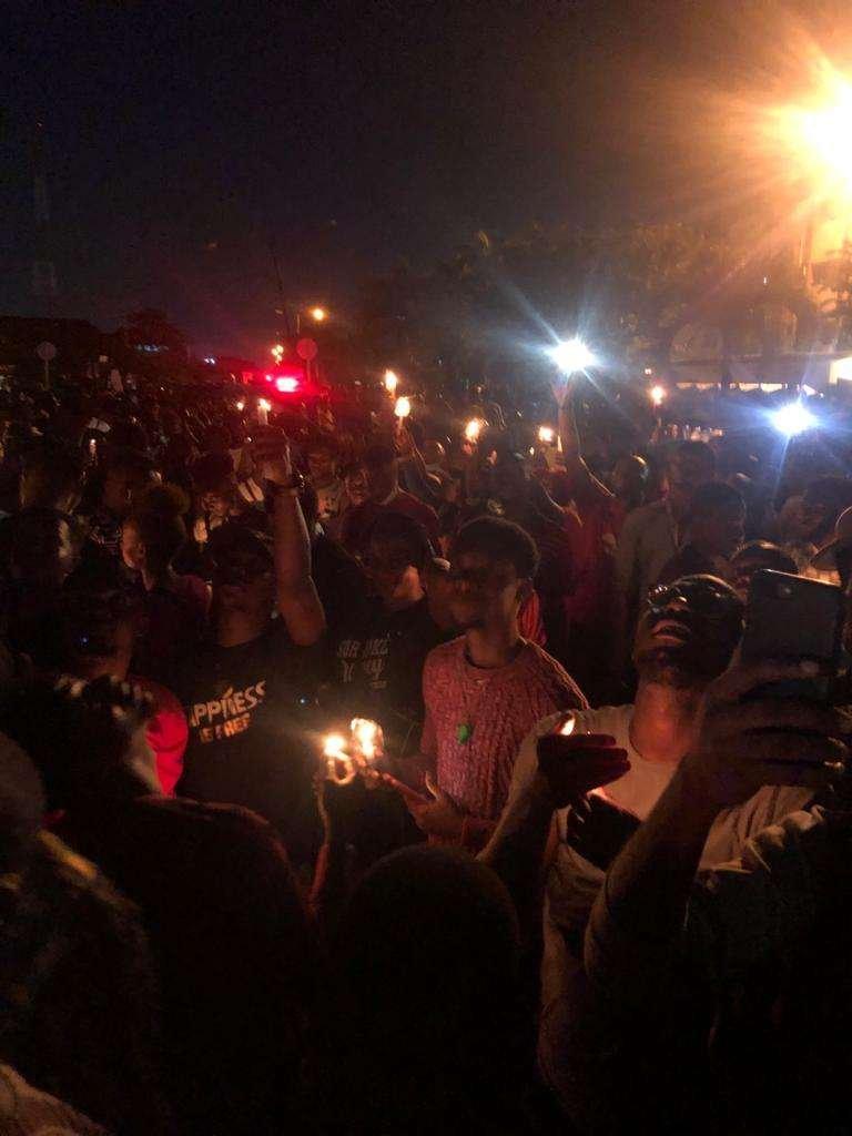 BREAKING! Pandemonium As #EndSARS Protesters Take Over Lagos Airport Toll Gate, Block Movement