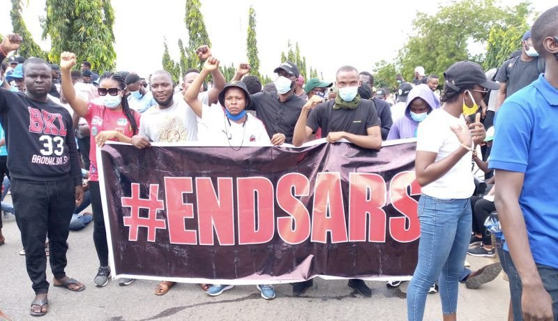 BREAKING: Armed Thugs Attack Abuja #EndSARS Protesters, Destroy Cars (Video)