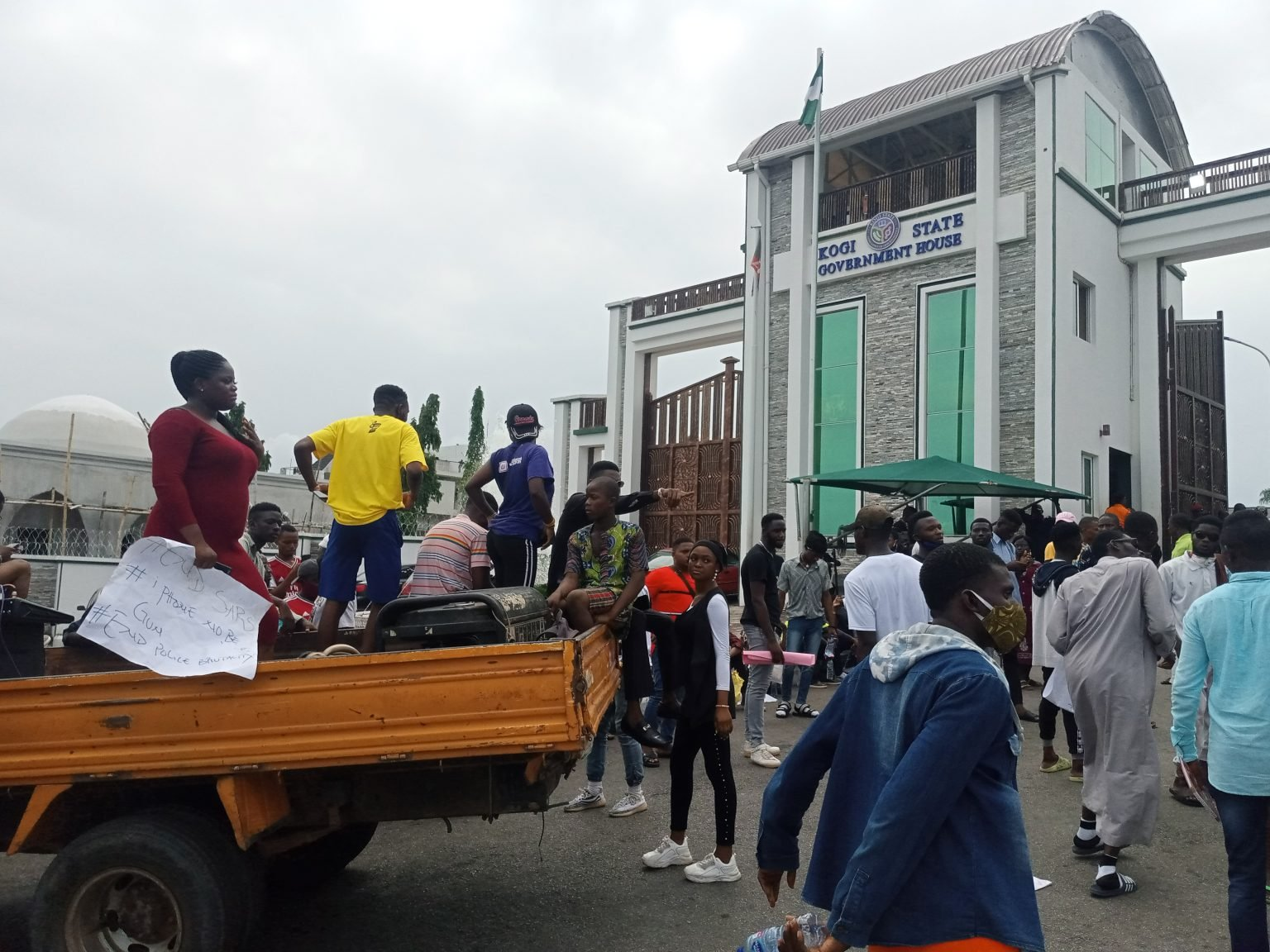 #EndSARS: Protesters Block Kogi Government House, Denies Security Operatives Access (Photos)
