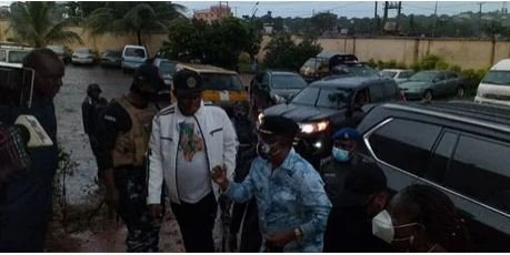 BREAKING: Governor Obiano Storms Awkuzu SARS Station, Releases Detainees
