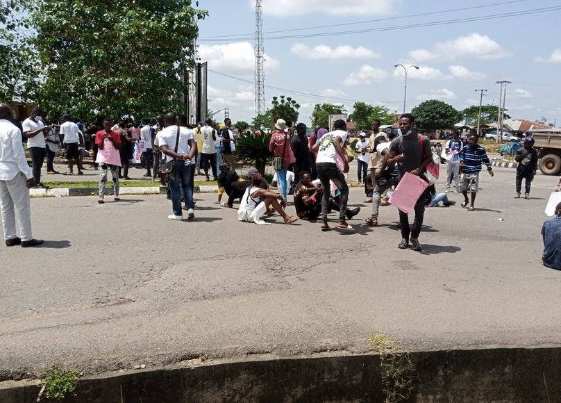 #EndSARS: Protesters Block Osun Governor's Office