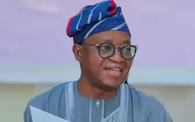 BREAKING: Thugs Attack Governor Oyetola's Convoy While Addressing #EndSARS Protesters