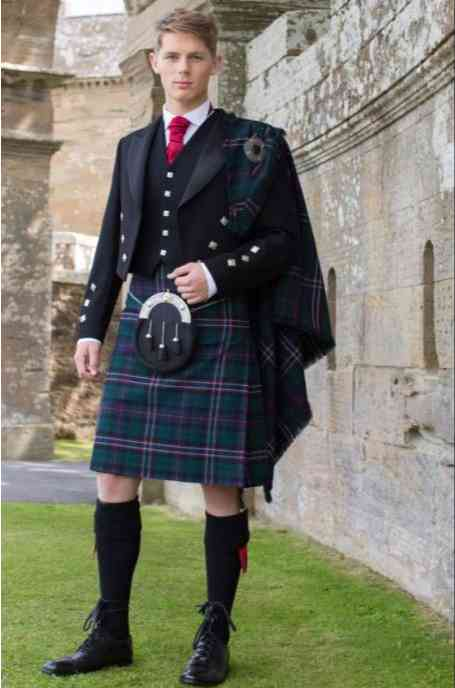 WAWUU!! You Need To See How Skirts Became Top Fashion For Men In Scotland – You Will Be Amazed