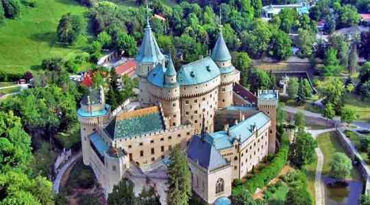 Medieval Castles In The World That Still Attract Tourists Till Date