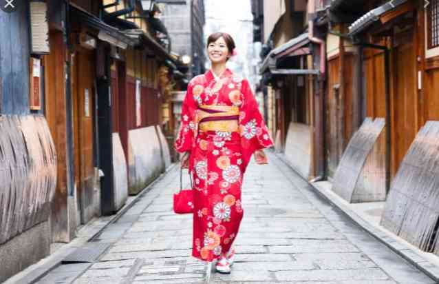 YOU JUST NEED TO SEE THIS!! See The Origin Of The Kimono Fashion Trend In The World Right Now