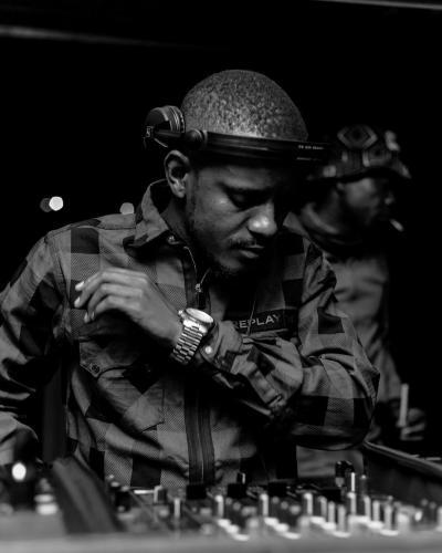 DOWNLOAD Kabza De Small, Major League Djz Ft. Mkeys – Sihamba Nini MP3