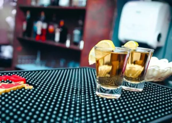 Here's why you should never mix alcohol with energy drinks