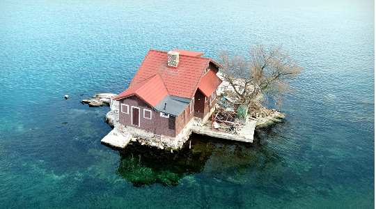 JUST ROOM ENOUGH   Exploring The Only House Built In The Middle Of The Ocean