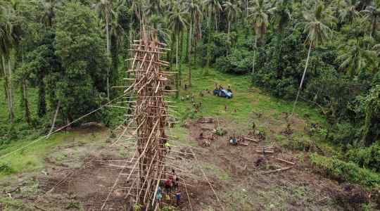 Can You Do This? In Vanuatu, Men Jump Off Wooden Towers To Prove How Strong They Are