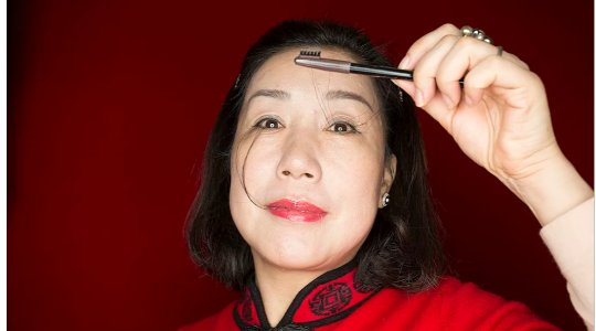 INCREDIBLE!! Meet The Woman With The Longest Eye Lashes In The World 😲