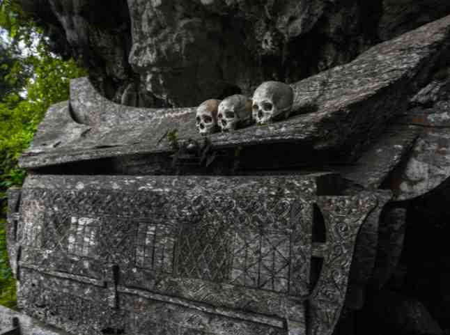 HANGING COFFINS  See Countries That Hang Their Dead On Walls Instead Of Burying Them