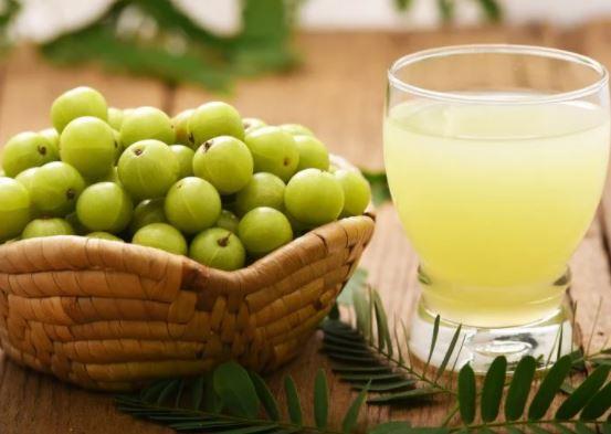 6 miraculous benefits of amla juice for flawless skin
