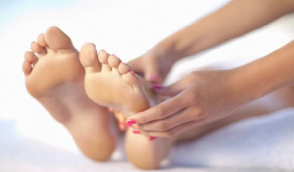 5 easy home remedies to get rid of smelly feet