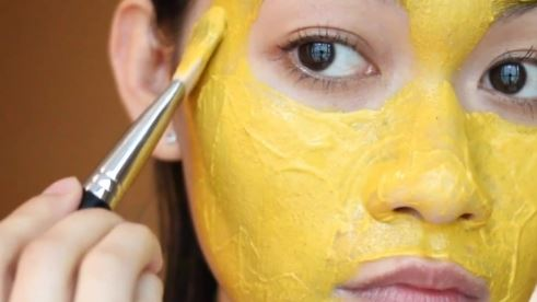 Here's how to use turmeric masks for glowing skin
